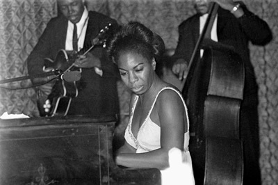 june-1965-performing-at-annies-club-nina-simone